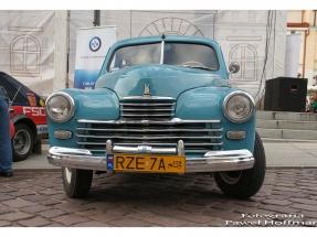 rzeszow-pojazdy-zabytkowe-rynek-dzien-serca-9