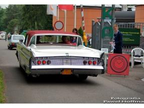 Międzynarodowy rajd pojazdów zabytkowych - muzeum Bóbrka
