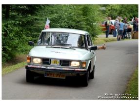 Międzynarodowy rajd pojazdów zabytkowych - muzeum Bóbrka Saab 99