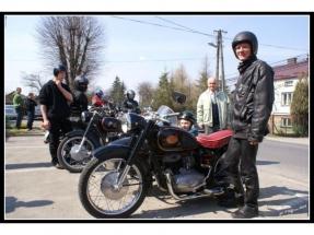 bogdan-szalony-i-jego-motocykl-pannonia-z-wozkiem-duna