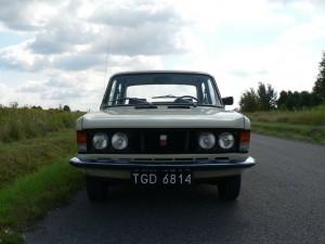Polski Fiat 125p z 1981 roku - przód
