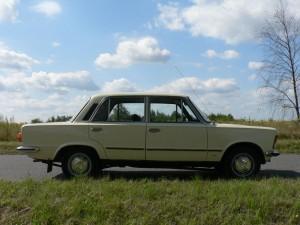 Polski Fiat 125p z 1981 roku - bok