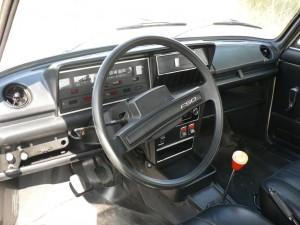 Polski Fiat 125p z 1981 roku - środek