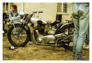 Zlot motocyklowy, nad rzeszowskim zalewem - Wisłok, motocykl  Norton. fot. Paweł Hoffman