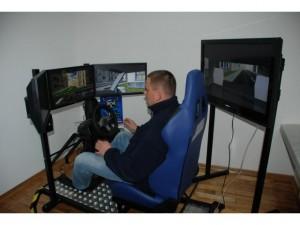 """Komputerowy Symulator Jazdy</br>świetne uzupełnienie cyklu szkolenia..., tuż po teorii, ale przed """"prawdziwą"""" jazdą !!!"""